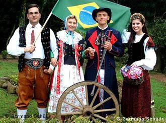 Traje típico só sai do guarda-roupa em dia de festa (Foto: Schüür)