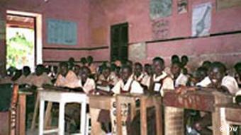 Unterricht in einer Schule in der ghanaischen Stadt Obuasi