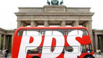 Κόκκινα λεωφορεία στην καμπάνια του PDS για τις ευρωεκλογές του 2004