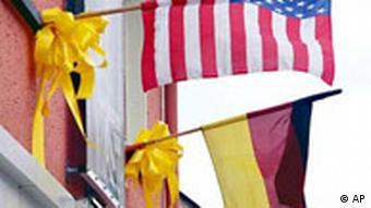 US Soldaten in Deutschland gelbe Bänder Flagge