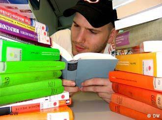 Gerade Vielleser profitieren von Taschenbüchern.