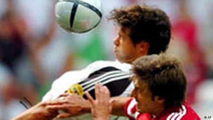 EM 2004 Lettland gegen Deutschland Michael Ballack (AP)