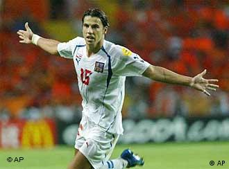 f8422279d4 Atacante Baros marcou dois dos três gols da vitória tcheca. A seleção da República  Tcheca enfrenta a Grécia