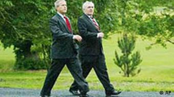 Bush und Ahern im Gleichschritt, EU USA Gipfel in Irland