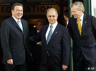 Zirve, Türk Cumhurbaşkanı Ahmet Necdet Sezer ve NATO Genel Sekreteri Scheffer'in konuşmasıyla açıldı.