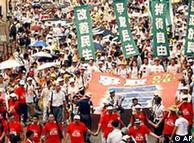 香港人2010年1月1日走上街头,要求更多民主与自由