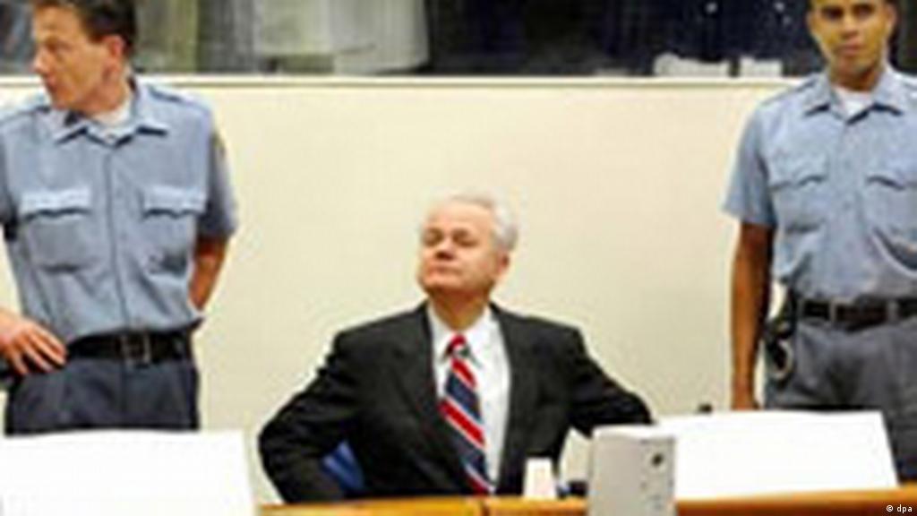 Процесът срещу бившия югославски президент Слободан Милошевич ...