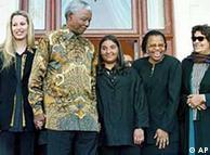 عائشہ قذافی، نیلسن منڈیلا کے ہمراہ