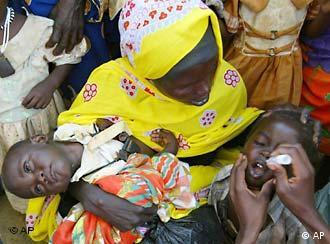 Impfung von Flüchtling Kind in Tschad