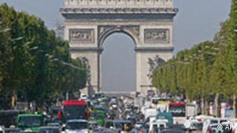 Verkehr auf den Champs-Elisees, Arc de Triomphe