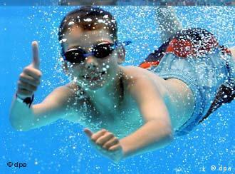 Kevin, de Gelsenkirchen, puede disfrutar del agua.