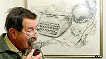 Günter Grass mit Zeichnung