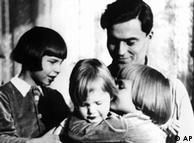 Claus von Stauffenberg junto a sus hijos