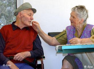 Tüm dünyada 15-20 milyon, Türkiye'de ise yaklaşık 250 bin kişi Alzheimer'den mustarip.
