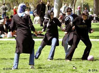 ظرف ده سال آینده یک میلیون نفر به جمعیت دختران مجرد ایران افزوده خواهد شد