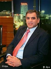 Der im Exil lebende irakische Autor Hussain Al-Mozany (Mansur oder der Duft des Abendlandes), Übersetzer und Autor, aufgenommen am 20.03.2003 im ZDF-Spezial zum Thema Krieg am Golf - Bomben für die Freiheit.