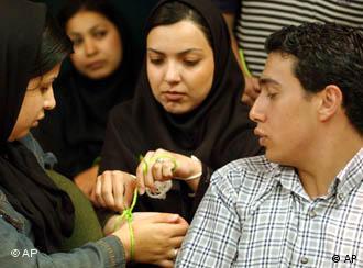 فشار بر روزنامهنگار در ایران فزونی میگیرد
