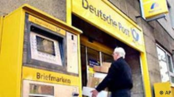 Man walking into Deutsche Post office