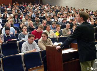 Students follow a lecture in a lecture hall in Hamburg