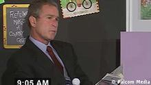 """Nachdem am 11. September das zweite Flugzeug in den Turm flog und George W. Bush die Nachricht erhielt, dass Amerika angegriffen wird, las er einer Schulklasse in Florida sieben weitere Minuten aus dem Buch """"My Pet Goat"""" (Mein Haustier, die Ziege) vor."""