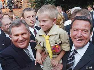 德国总理施罗德与波兰总统共同参加华沙起义六十周年纪念活动