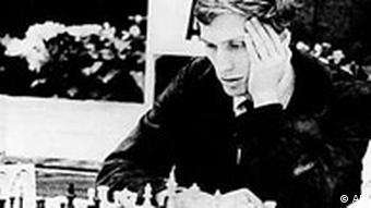 Der Schachspieler Bobby Fischer bei einem Schachturnier in Jugoslawien