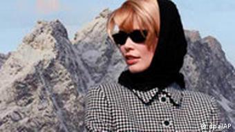 Claudia Schiffer vor Zugspitze