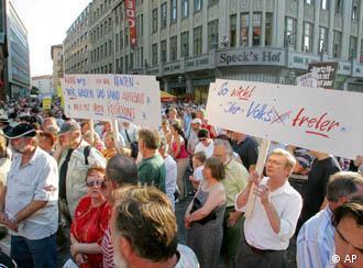 Milhares de pessoas protestam em Leipzig contra reformas do mercado de trabalho