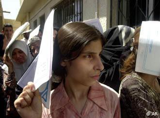 الأكراد و الفلسطينيون من أكثر الأفراد الذين يعانون من مشكلة عدم تمتعهم بجنسية البلدان التي يعيشون فيها