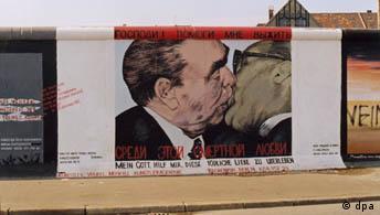 East Side Gallery in Berlin, Berliner Mauer, Bruderkuss
