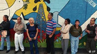 Venezuela: Schlangestehen fürs Reverendum
