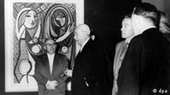 Bildgalerie Deutsche Kunst der Nachkriegszeit Documenta im Fridericianum in Kassel am 16. September 1955 Bundespräsident Theodor Heuss