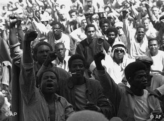 Dos 43 mortos ao fim da revolta, 32 eram detentos