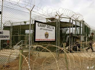دولت بارک اوباما مایل به ادامه کار دادگاههای نظامی در بازداشتگاه گوانتانامو است