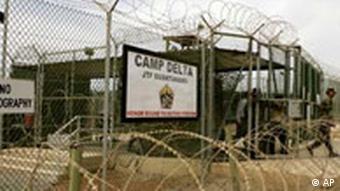 Заключенных тюрьмы Гуантанамо мучают громкой музыкой