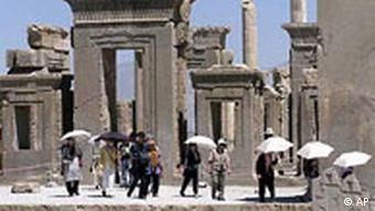 براساس آمارهاى يونسكو، ايران مىتواند جزو ۱۰ كشور اول دنيا به لحاظ ورود گردشگر باشد.