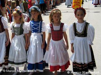 Desfile alegórico em Domingos Martins em comemoração da chegada dos primeiros alemães