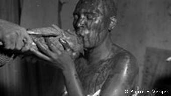 Schwarze Götter im Exil Tiefer Trancezustand während des Initiationsrituals um 1950 Piere F. Verger