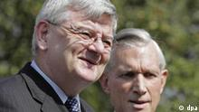German Foreign Minister Joschka Fischer (L) with his Dutch counterpart Ben Bot upon their arrival for the informal meeting of European Union foreign affairs Friday, 03 September 2004, at Chateau St. Gerlach near Maastricht. Foto: Jasper Juinen dpa