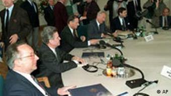 Anfang der Zwei-plus-vier-Verhandlungen in Bonn