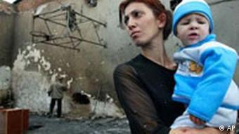 Nordossetien Schule nach der Erstürmung Mutter und Kind