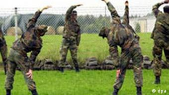 German soldiers stretching Photo: dpa