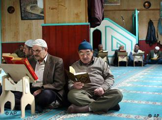 Some want more spot checks of German mosques