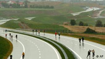 Regenwanderung auf der Autobahn
