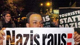 Demonstration in Dresden: Nazis raus Plakat, Landtagswahl 2004 in Sachsen