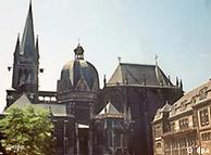 Catedral de Aachen guarda os restos mortais de Carlos Magno