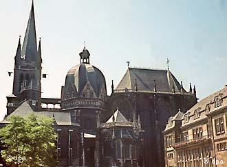La catedral de Aquisgrán, joya de la arquitectura gótica.