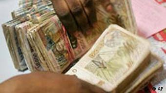Geldumtausch in Westafrika (AP)