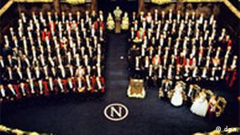 Jubiläumsnobelpreise in Stockholm überreicht - Übersicht Mehr als 150 Nobelpreisträger früherer Jahre nehmen am 10.12.2001 in Stockholm an der Verleihung der Jubiläumsnobelpreise teil
