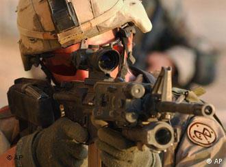 Ein US-Soldat auf Kontrollgang in Samarra nach dem Großeinsatz